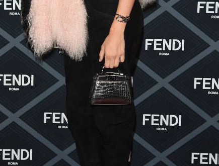 How-Celebrities-Carry-Fendi-Bags-in-Paris-thumb