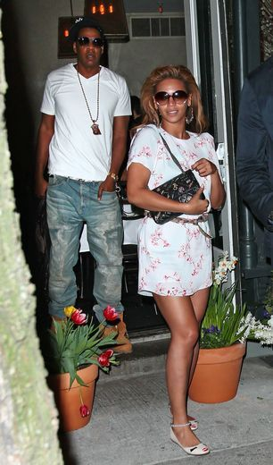 Beyonce and Jay-Z have a romantic Easter Sunday dinner at Wallse, then drive off in his customized jeep in NYC