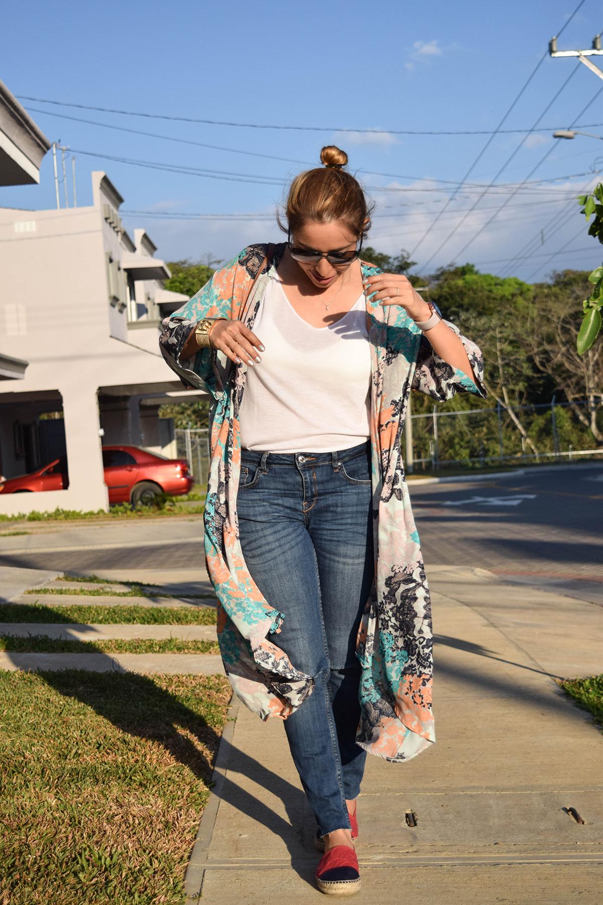 Estoy usando. Kimono Parpar Blusa Mango Jeans Zara Alpargatas Carolina Herrera