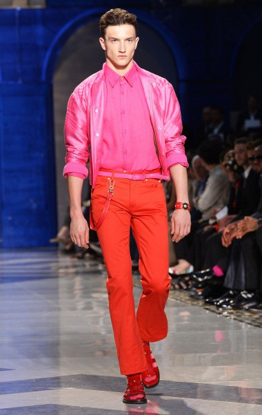 mens-outfit-pink-shirt-and-red-pants