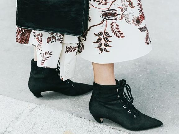 the-ankle-boot-trends-everyone-will-want-to-try-in-2-months-2327099.640x0c